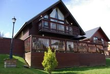 45 Retallack / Luxury four bedroom Lodge with private hot tub, sleeping up to 10 with access to on site swimming pool and sauna