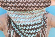 cuellos y bolsos en crochet.