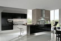 Schwarze Küchen / Eine Küche in Schwarz ist immer etwas ganz besonderes. Schwarz gilt als magisch und geheimnisvoll und wirkt äußerst elegant und vornehm - auch in der Küche