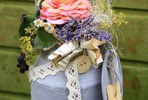 Rózsák,rózsával díszített tárgyak rusztikusan