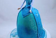 Gâteau Reine des Neiges - Frozen Cakes / De magnifiques gâteaux personnalisés sur le thème de la Reine des Neiges: Elsa, Anna, Olaf, Sven, ils sont tous là! Bespoke Birthday Cakes with Frozen characters