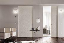 Marsica - Design Schuifdeuren / MARSICA design sliding is een serie schuifdeuren en -systemen. De deuren kun in maar ook voor de wand schuiven. Dit kan via een ingenieus puntensysteem, met overlappende panelen, een onzichtbare rails of een rails in het plafond