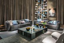 """Divani - Ladigue / Ladigue  è un divano componibile dallo stile soft e dall'aspetto morbido ed accogliente.Un design valorizzato da pence e morbide pieghe. È possibile trasformare la profondità della seduta a proprio piacimento con un semplice gesto; una seduta """"su misura"""" in grado di adattarsi al millimetro alle esigenze di tutti."""