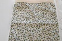 Ecobags Empório Provence Aromatiques. / Em tecido 100% algodão, alças em cadarço sarjado também em algodão, forradas e com fechamento em velcro, para maior segurança.