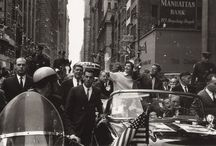 1960 - 19 Octobre. John Fitzgerald KENNEDY / Ticker Tape Parade, Broadway, NYC.  Suivent le cortège les photographes Frank HURLEY, Cornell CAPA, Henri DAUMAN (en cours)....