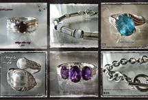FLEAROOM KORUJA / Myynnissä olevia & myytyjä koruja For sale & sold jewelry  www.flearoom.fi