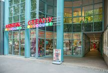 Party-Discount Köln / Unser Verkaufsmarkt in Köln liegt im Herzen der Stadt am Hohenstaufenring 66-70. Vom Rudolfplatz sind es nur zwei Gehminuten, Parkplätze finden Sie leicht am Ring, in den Seitenstrassen und natürlich in den zahlreichen Parkhäusern und auch mit öffentlichen Verkehrsmitteln sind wir bestens zu erreichen. Mehr lesen auf www.party-discount.de