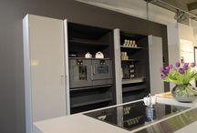 Moderne Küche: Beton und Hochglanzlack