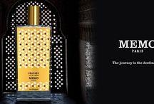 """Memo / Clara Molloy, Inhaberin der kleinen Pariser Duftmanufaktur Memo, kreiert ihre herrlichen Kompositionen selbst und lässt feine Nasen in eine wahrhaft magische Welt der außergewöhnlichen Aromen eintauchen. Die Düfte entführen Sie an die schönsten und exotischsten Flecken der Welt: """"Take me to St. Barth"""", """"High in Hawai"""", oder """"Marrakech Kiss"""" sorgen für entspanntes Urlaubsfeeling aus dem Flakon."""