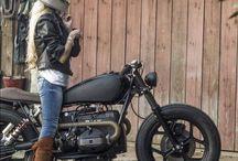 Gagică motociclistă