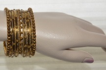 Bangles  / Find the latest collection of Bangles from Ahaarya