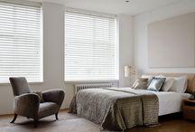 Miegamojo interjeras / Miegamasis – namų erdvė, kurioje atsipalaiduojame po dienos darbų ir pabundame kupini naujų idėjų bei tikslų. Itin svarbu pritaikyti tinkamas interjero detales, langų uždengimus ir taip kurti vientisą bei harmoningą miegamojo atmosferą.