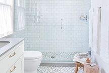 Mediterranean Bathroom / Love mediterranean bathroom, with those hidraulic tiles, wood and copper sinks. The best inspiration for mediterranean spaces.