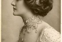 Historical hair-do's and accessories