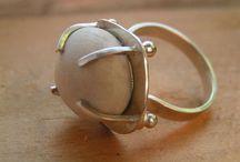 кольцо легкое с камнем