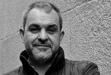 """Crítica / Entrevistas radiofónicas e críticas sobre o libro """"Sectores de fogo""""."""