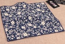 POCH047 / Fashion inspiration for our blue cotton floral pocket square: http://www.mightygoodman.nl/nl/english-fashion-geweven-100-katoenen-pocket-square.html