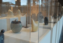 In Situ / In Situ investigates the current artistic practice of several contemporary potters, whose work fuses the British traditionalism of Leach and the early studio potters with European modernism inherited from artists such as Rie and Coper, and the later free expressionism.