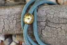 Wickellederarmband / Locker, Lässig, Modisch. Einfarbiger  feinster Nappalederband in Echsenprägung lässt sich mit einem vergoldetem Magnetverschluß verschießen.  Casual By Seila.
