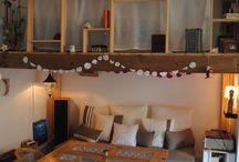 Ma mezzanine-maison par Julie ! / Aménager mon espace intérieur en minimisant les coûts tout en respectant le petit cocon intime du lit en plein salon!