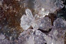 Hureaulite (Groupe) / Hureaulite (Phosphate), Sainfeldite, Villyaellenite, Miguelromeroite (Arséniates)