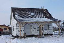 """Projekt domu Sosenka 2 / Projekt domu Sosenka 2 doskonale sprawdzi się jako Państwa letnia """"rezydencja"""". Dom stanowi wersję wariantową projektu Sosenka. Dzięki dużemu zadaszonemu tarasowi, na którym można przesiadywać w letnie wieczory wnętrze domu"""