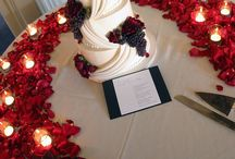Wedding Cakes / Simple, rustic, or bling? Wedding cake inspiration.