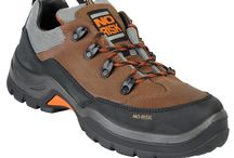 Safety Shoes / Smart or casual what ever you need for your occupation these safety shoes are ideal for men and women at work. Choose from some great styles there is something here to suit most budgets.