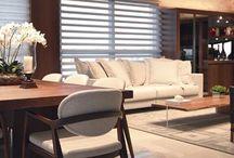 Cortinas Pirouette / DISEÑO ÚNICO QUE COMBINA EL ESTILO CLÁSICO DE SU COLECCIÓN DE TELAS CON UNA CAPA DE SHEER EN LA PARTE POSTERIOR Delicados pliegues que parecen flotar sobre la ventana generan un look - atractivo y exclusivo- haciéndolas ideales para la decoración de salas y cuartos; sus láminas de tela 100% poliéster pueden estar completamente cerradas para otorgar total privacidad, o pueden ser levemente recogidas para controlar tanto el ingreso de luz como la visibilidad al exterior.