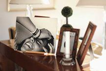 Portaretratos Madera / Nuevo modelo de portaretratos con pie de madera. Una versión mucho más fresca y moderna del portarretratos de toda la vida. Es muy práctico ya que no se necesitan pareces. Es portátil, resistente e intercambiable gracias a su pie de madera.