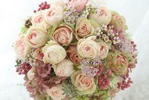 Bouquet&Boutonniere/ブーケ&ブートニア / 花嫁を美しく見せてくれるブーケに、新郎の胸元を飾るブートニアをご紹介