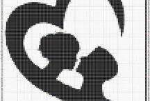 DISEÑOS MONOCROMÁTICOS / Diseños, formatos y color para bordar en  #puntodecruz cojines, almohadas, cuadros, medallas, ropa, bolsas, etc. / by Punto de Cruz a medida