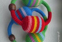 Детские игрушки, связанные крючком