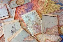 Mapy są kolorowe.