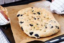 Brot selber backen / Gar nicht schwer: Brot selber backen. Unsere Rezepte für Brot - mit Sauerteig, Hefe, Oliven, Haferflocken und Sesam.