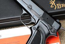 Puras pistolas chidas / Ahi cualquier arma par la defensa