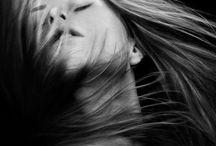 Mjuka porträtt med hår i rörelse