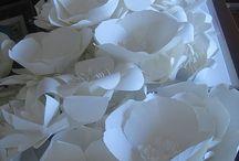 Papieren bloemen bruiloft
