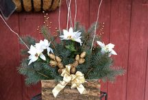 Custom Christmas Decor / Custom made wreaths, bows, grave blankets, swags, and more...
