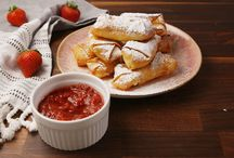 Cheese Cake Egg Rolls With strawberry Dip