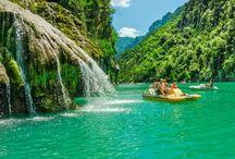 Canyon du Verdon / Kanion Verdon uważany jest za najpiękniejszy w Europie. Pływanie lub nurkowanie w jego turkusowych wodach, spacer po okalających go wzgórzach czy pełen wrażeń rafting to prawdziwa gratka dla miłośników przygód. Jeśli macie ochotę zobaczyć go na własne oczy, polecamy campingi na Lazurowym Wybrzeżu i w Prowansji: http://bit.ly/1Nb1kvq