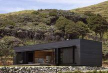 Storm Cottage / Vivienda modular de una sola planta y revestida en madera realizada por Fearon heno Arquitectos en Nueva Zelanda.