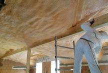ZATEPLENÍ PODKROVÍ / ATTIC INSULATION / Stříkaná pěnová izolace: otevřená struktura buněk EXY 09  Spray foam insulation: open cell foam EXY 09