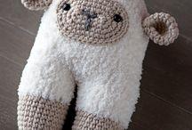 Sheeps sheeps and sheeps / Me encantan las ovejas. Mi primer peluche fue una ovejita blanca que siempre llevaba bajo el brazo, no me separaba de ella nunca.  beeeeeee