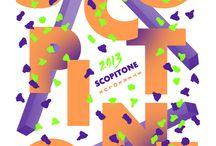 Appelle Moi Papa / Né de l'association de cinq graphistes, Appelle moi Papa est un collectif installé à Nantes.  Imprégné d'univers aussi bien contemporains, rétros, sensibles, urbains ou décalés, ce quintet est la rencontre de cinq styles personnels et complémentaires qui s'expriment à travers divers médias : identité visuelle, édition, vidéo, textile, packaging et illustration.