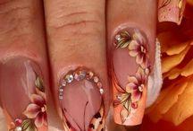 Orange naglar