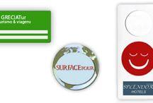 Tags de Bagagem / Avisos de Porta / Para hotéis, pousadas, agências de viagens, etc. Atendemos todo Brasil.