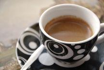 Kaffee / Kaffe ist eine Lieblingsgetränke für viele Leute. Der Kaffee muss heißt wie die Hölle, schwarz wie die Teufel, rein wie ein Engel und süß wie die Liebe sein...