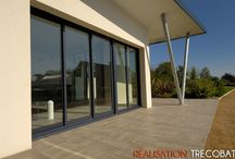 Maison Trecobat - Plouguescrant / Située à Plouguescrant, une maison Trecobat qui allie formes cubiques et grandes baies pour un design résolument contemporain et chaleureux.