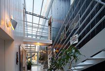 Veranda sas d'entrée / Ce tableau référence des modèles de verandas utilisés comme sas d'entrée. Le savoir-faire des spécialistes Vérancial permet alors la création d'entrées majestueuses.